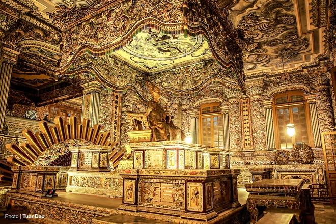 east-meets-west-at-vietnamese-emperors-tomb-7