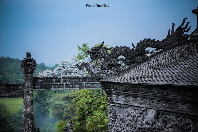 east-meets-west-at-vietnamese-emperors-tomb-8