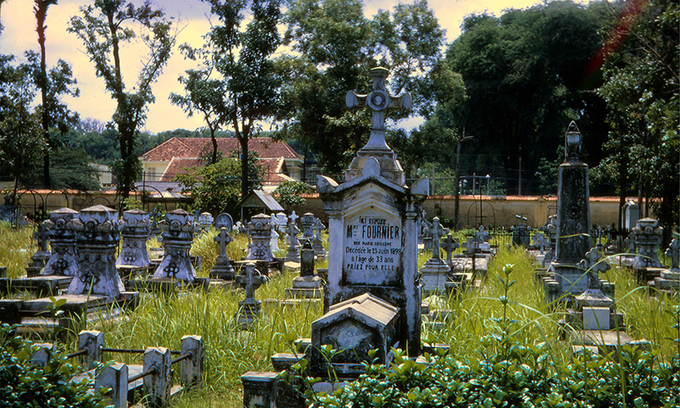 Locals haunted by ghosts of Saigon cemetery