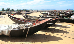 Vietnamese fishermen remain beached 4 months after toxic disaster