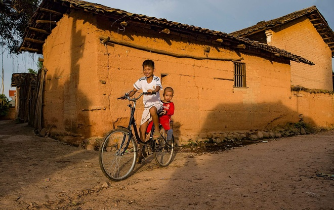 baked-for-100-years-clay-houses-stand-tall-in-northern-vietnam