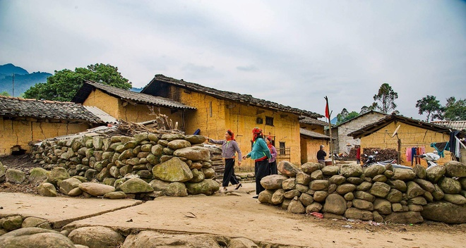baked-for-100-years-clay-houses-stand-tall-in-northern-vietnam-1