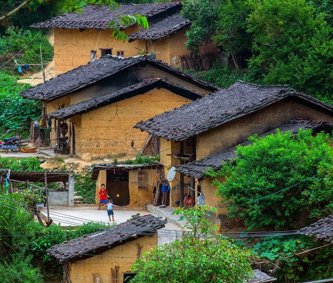 baked-for-100-years-clay-houses-stand-tall-in-northern-vietnam-4