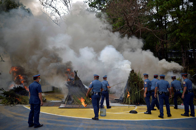 as-bodies-pile-up-in-philippines-many-fear-to-talk-about-dutertes-war-1