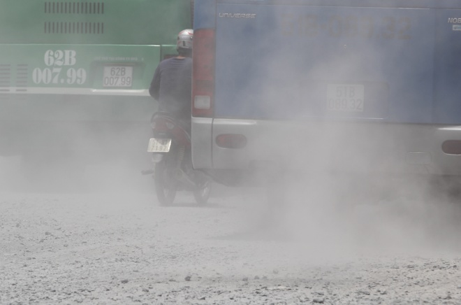 roadwork-dust-clouds-inner-ho-chi-minh-city-1