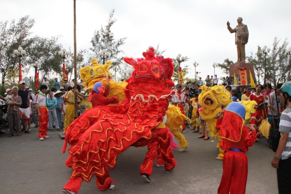 road-to-mid-autumn-festival-when-the-lions-pounce-11