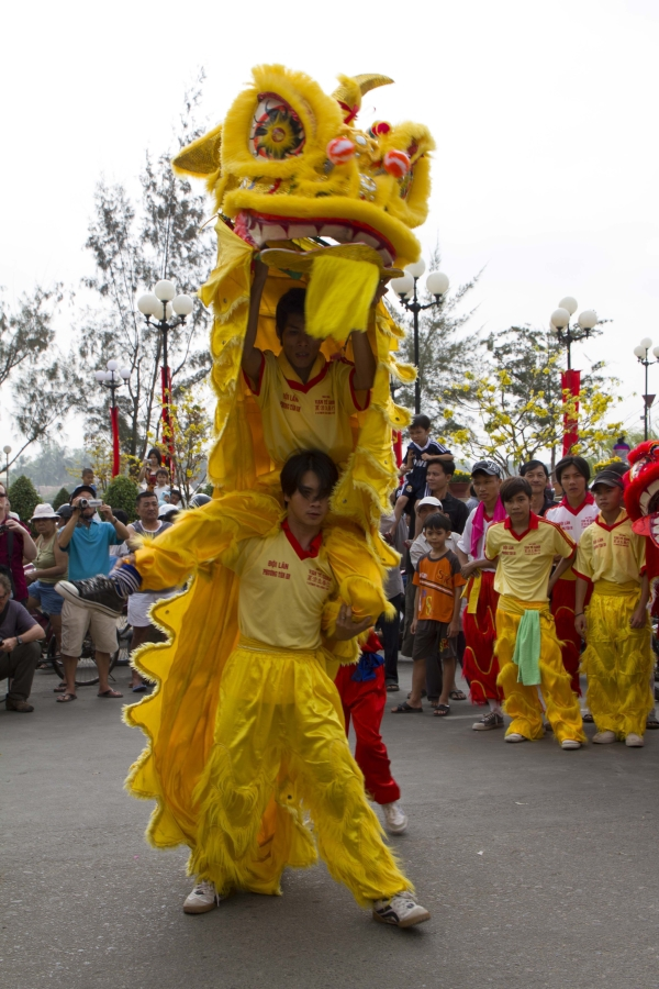 road-to-mid-autumn-festival-when-the-lions-pounce-12