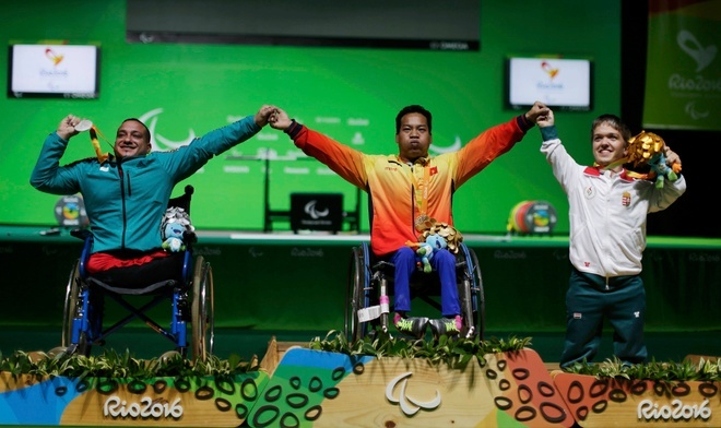 Weightlifter makes history with Vietnam's first Paralympic gold