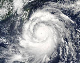 Super Typhoon Meranti bears down over South China Sea