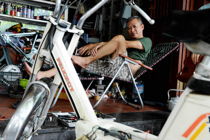 Son in his shop in Hanois Ba Dinh District. Photo by VnExpress/Xavier Bourgois
