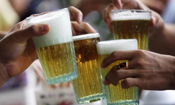 Big brewers spend big to grab Vietnam market share