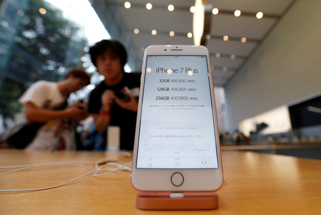 asian-fans-snap-up-new-iphone-but-crowds-smaller-despite-sell-out-1