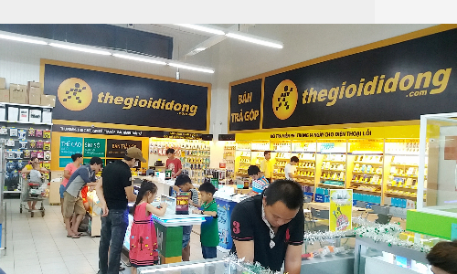 Vietnam's top mobile retailer kicked out of Thai-purchased shopping malls