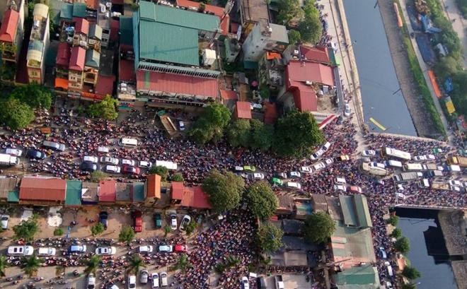 minor-accident-causes-severe-traffic-jam-in-hanoi