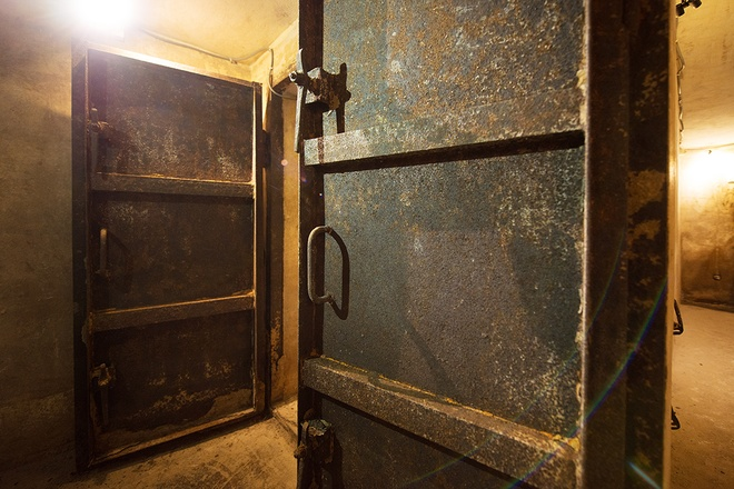 inside-wartime-bomb-shelter-under-famous-hanoi-hotel-1