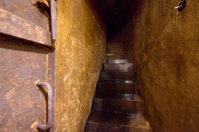 inside-wartime-bomb-shelter-under-famous-hanoi-hotel-3