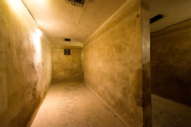 inside-wartime-bomb-shelter-under-famous-hanoi-hotel-4