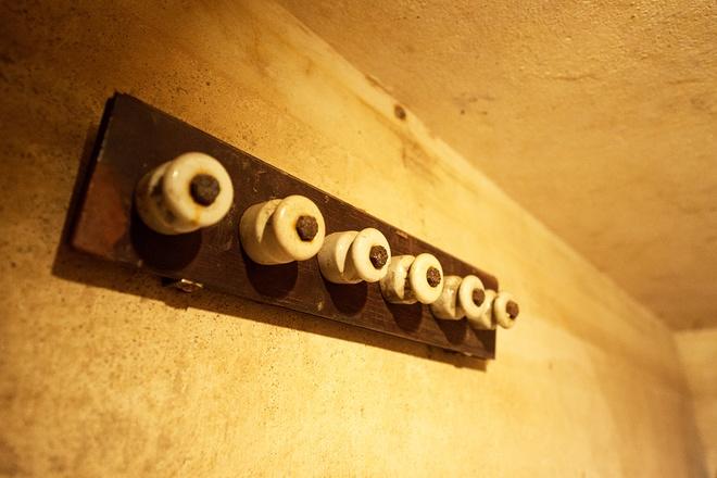 inside-wartime-bomb-shelter-under-famous-hanoi-hotel-7