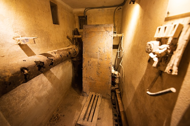 inside-wartime-bomb-shelter-under-famous-hanoi-hotel-8