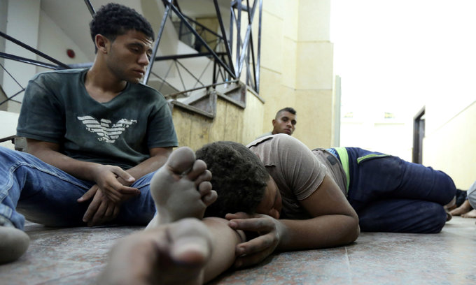 Boat carrying 600 migrants sinks off Egypt, killing at least 43
