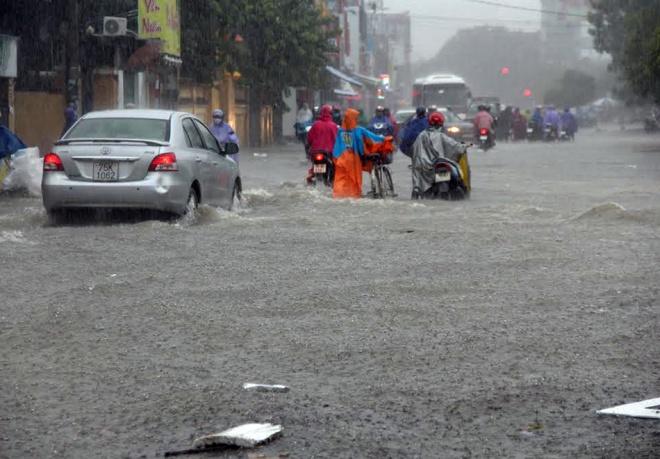 rain-cuts-rivers-through-central-vietnam-3
