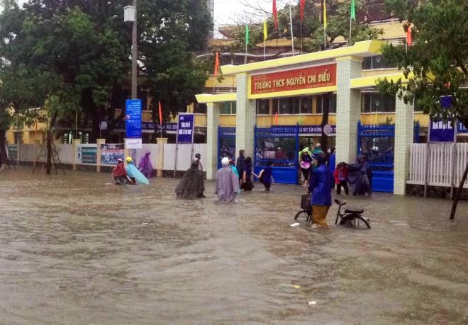 rain-cuts-rivers-through-central-vietnam-6
