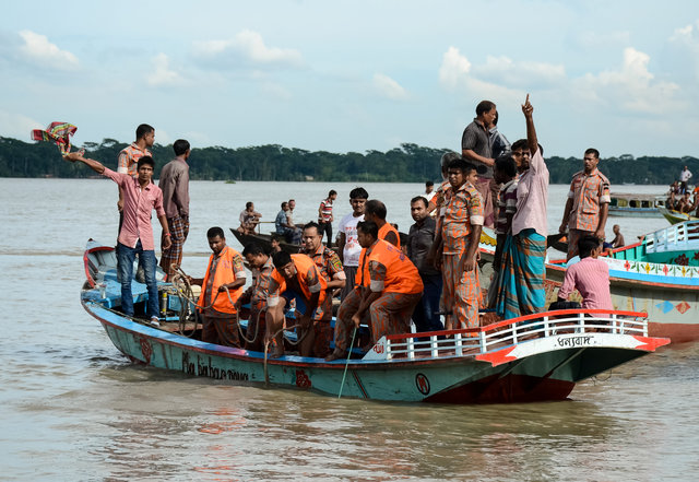 bangladesh-finds-18-bodies-after-ferry-capsizes-1