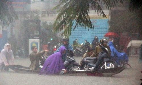 Rain cuts rivers through central Vietnam