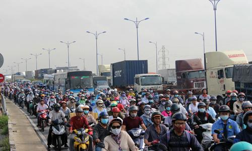 Vietnam sets 2020 emissions targets as nation chokes on smog