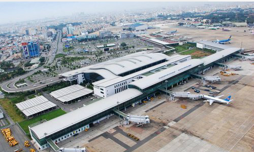 Vietnam Air Force cedes land to choked airports