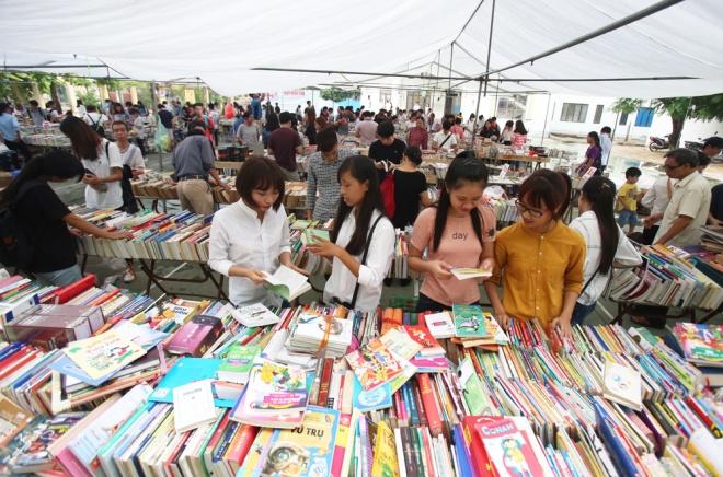 second-hand-book-fair-draws-scores-of-hanoians