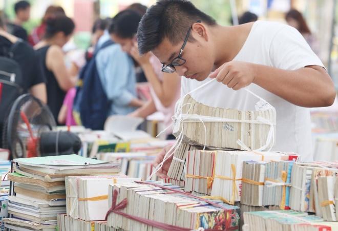 second-hand-book-fair-draws-scores-of-hanoians-4