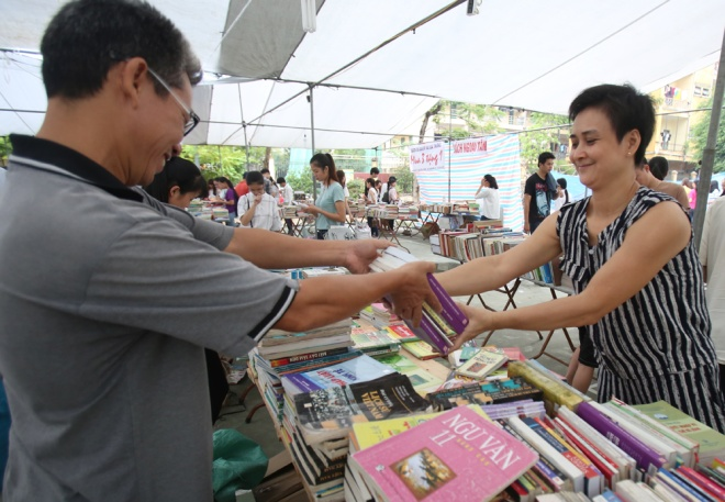 second-hand-book-fair-draws-scores-of-hanoians-7