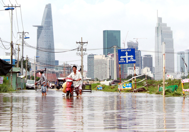 saigon-treads-water-after-massive-deluge