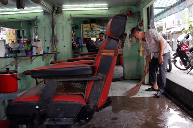 saigon-treads-water-after-massive-deluge-9