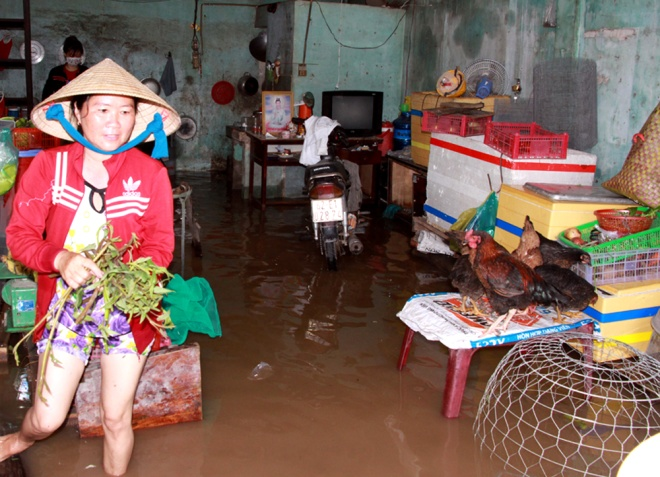 saigon-treads-water-after-massive-deluge-3