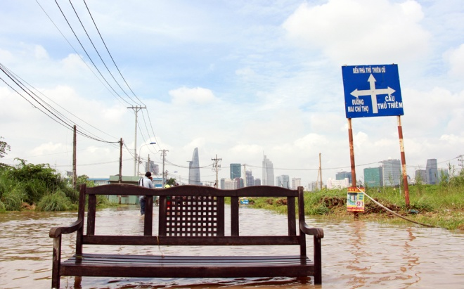 saigon-treads-water-after-massive-deluge-4