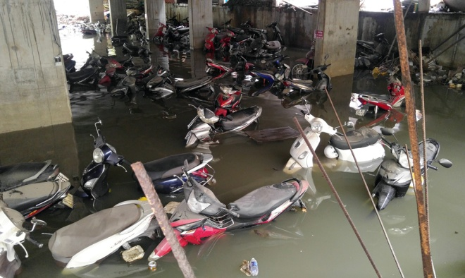 saigon-treads-water-after-massive-deluge-5