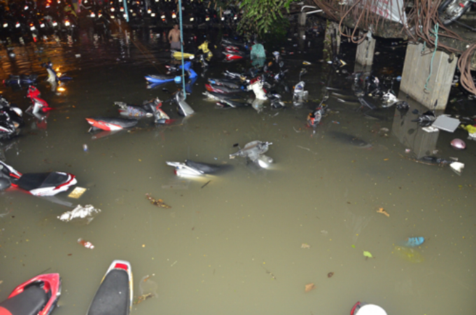 saigon-floodpocalypse-sends-social-media-into-meltdown-3