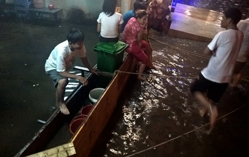 more-heavy-rain-sends-saigon-back-under-water