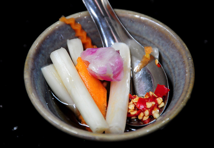 The pickles can be served on the same dish with rice and pork, or served with sauce. Its crunch and sourness reduce the fattiness of the meat.