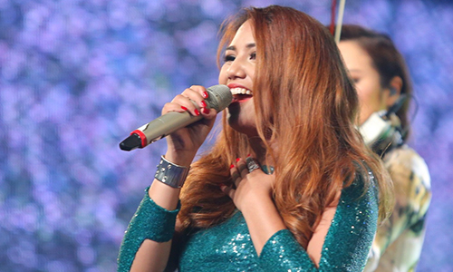 Filipino singer becomes first foreigner to win Vietnam Idol