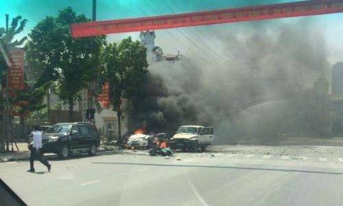 2-killed-in-taxi-blast-on-vietnam-street