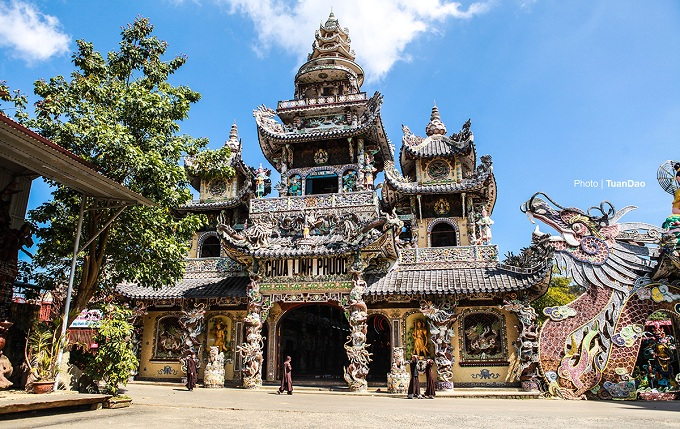 Sitting eight kilometers from the southern resort town of Da Lat, Linh Phuoc Pagoda is one of the most popular tourist attractions in the areas. Built from 1949 to 1953, the pagoda boasts a colorful appearance made up of tens of thousands of pieces of porcelain.