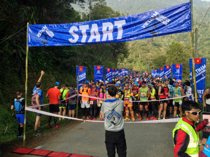 Starting point of 42km event. Photo by VnExpress.