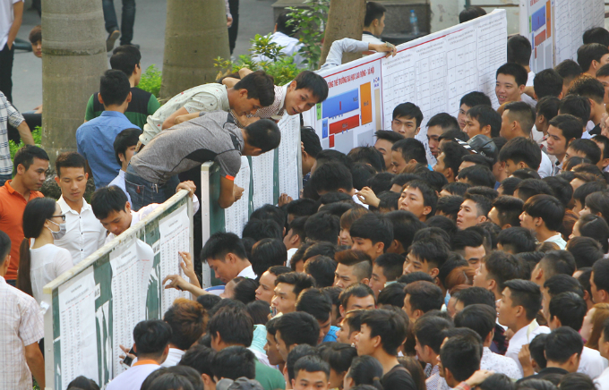 Attendees are checking their names and test rooms. The competition of the test is as fierce as admission tests to colleges and universities in Vietnam. Some even could not wait in queue, trying to cross the wall from the other side to be able to check their names and test rooms early.