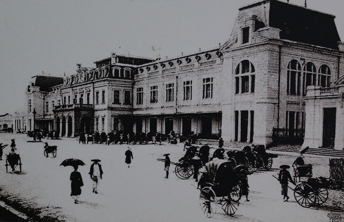 Hang Co Station (now Hanoi Station), built by the French, opened in 1902, the traffic hub of railway in Hanoi.