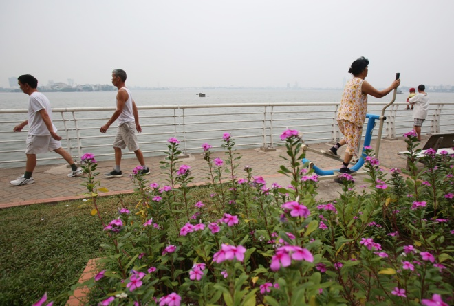 hanoi-lake-returns-to-life-after-mass-fish-deaths-7