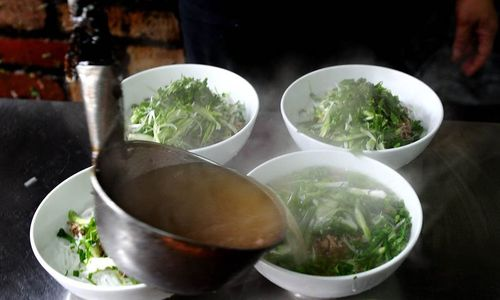 US news site names Vietnam's pho, Ha Long Bay must-try experiences in Asia