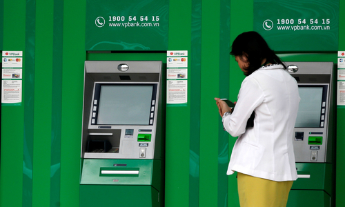 Vietnam's banking system needs $25 bln to clear off toxic debts